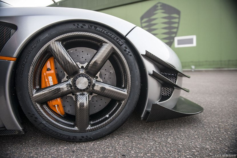 koenigsegg-one1-14-carbon-wheel